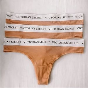 Victoria Secret Signature Logo Thongs (3 in pack)